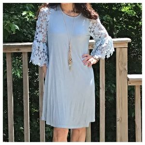 Dresses & Skirts - 🆕 so pretty crochet sleeves dress