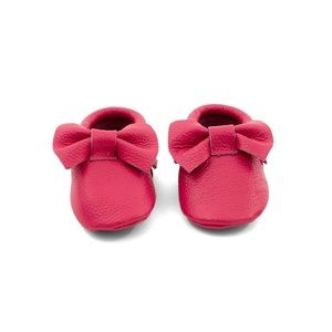 MAC&LOU Other - MAC&LOU BOW BABY LEATHER MOCCASINS FUCHSIA SWING