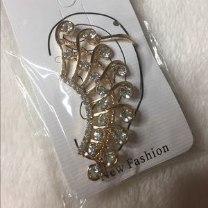 Jewelry - Gold ear clip
