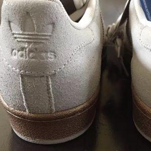 adidas Superstar Olympics Bronze fits wmns 8.5 9 NWT