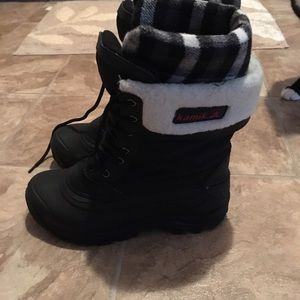 Kamik Shoes - Size 8 like new Kamik Snow boots!
