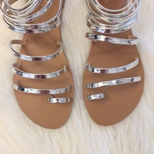 ShopBossyJocey Shoes - •LAST 4• Melrose Metallic Silver Toe Ring Sandals