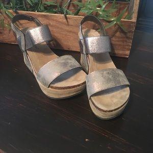 Pierre Dumas Shoes - Like new! OTBT look alikes! Pierre Dumas silver