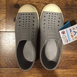 NATIVE YOUTH Other - Native kids gray shoe.