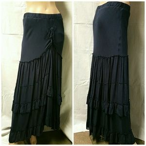 Solitaire Dresses & Skirts - Boho navy ruffled skirt. Lined. Size Med.