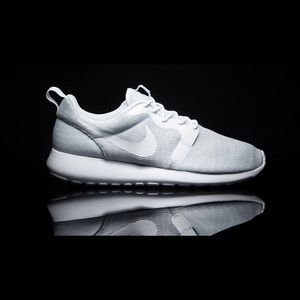 Nike Shoes - White Nike roshe ones. NWT!! Women's size 9.5