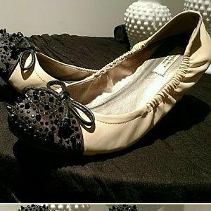 Vera Wang Shoes - Vera Wang flats