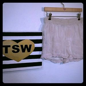 DELICATE SOFT PINK & BEIGE LACE SHORTS XL