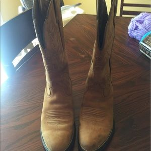Ariat Shoes - Ariat cow girl boots