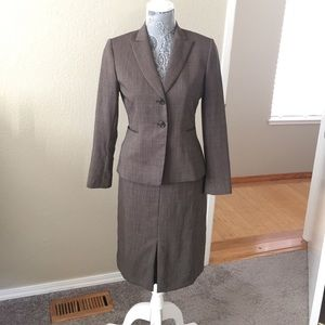 Tahari Other - Tahari 2-Piece Suit Set Size 2P
