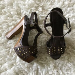 Cathy Jean Shoes - LAST CHANCE JC LITA STYLE studded wooden heels🎀