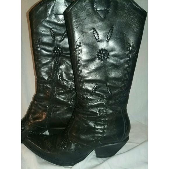 73 off bcbgirls shoes bbc girls black detailed boots