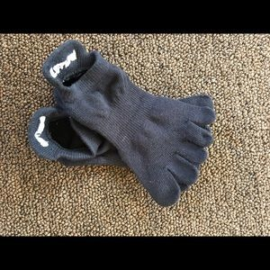 Barre3 Toesox Accessories - Barre 3 grippy Toesox Size Small NWOT, black