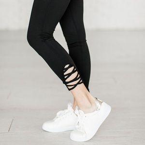 WILA Pants - SARA • criss cross x capri leggings high waisted