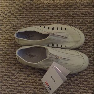 Propet Shoes - Propet off white leather shoes. Size 8.