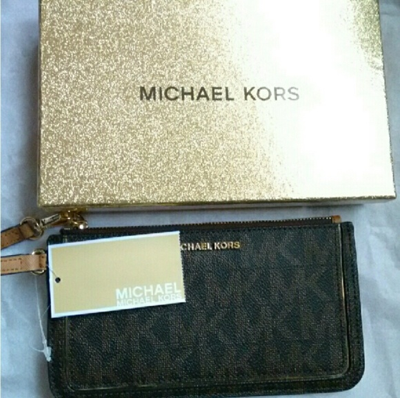 e27c8dab15f86 MICHAEL KORS Signature Zipper Wristlet   Gift Box