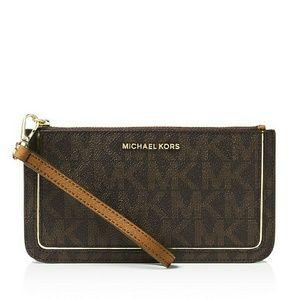 Michael Kors Handbags - MICHAEL KORS Signature Zipper Wristlet & Gift Box