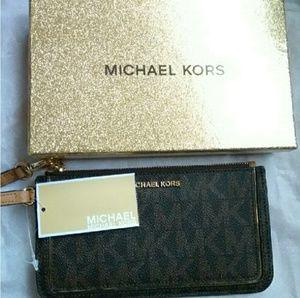 MICHAEL KORS Signature Zipper Wristlet & Gift Box