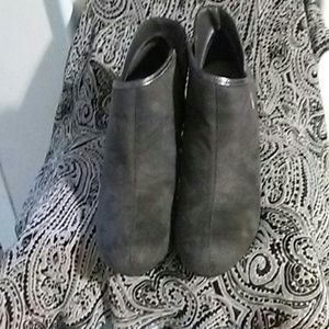 Predictions  Shoes - Predictions Gray Suede Ankle Boot Heels/Side Zip
