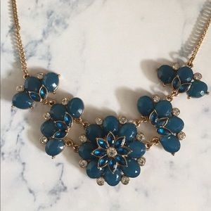 Jewelry - Blue flower statement necklace