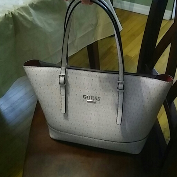 de330cd1d2fa Guess Handbags - Guess tote handbag 1 Hour sale🔥🔥🔥