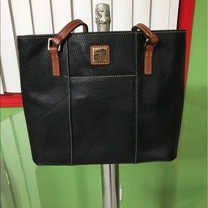 Dooney & Bourke Handbags - Dooney & bourke black bag💕