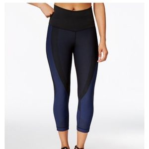 Nike Pants - New Listing! Nike Zoned Sculpt Training Capris