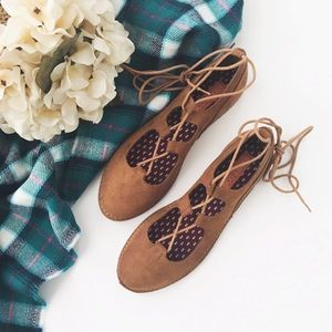 Rocket Dog Shoes - nwt//rocket dog • faux suede lace up flats