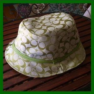 Coach Accessories - COACH👒BUCKET/RAIN HAT...☀️💚