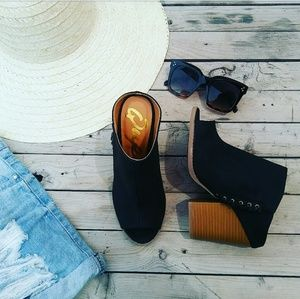 Shoes - //The Sequoia// Black open toe mule
