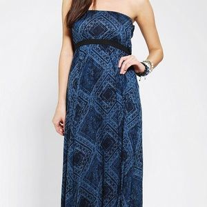 Ecote Dresses & Skirts - Ecoté strapless maxi dress