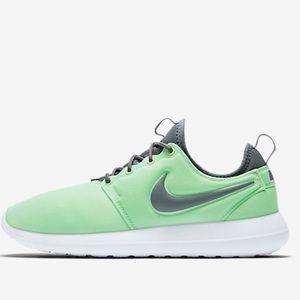Nike Shoes - Nike Roshe Two