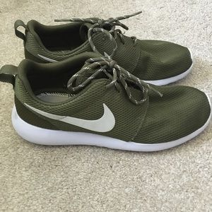 Nike Shoes - Women's Army green Roshe run
