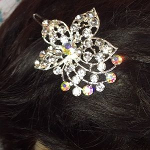 Accessories - New crystal flower hair piece prom wedding