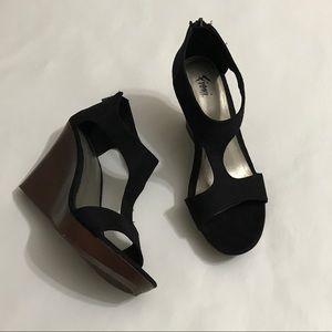 Fioni Wedge Sandal