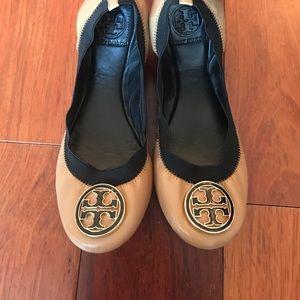 Tory Burch Shoes - Rare Tory Burch flats sz 8 👠