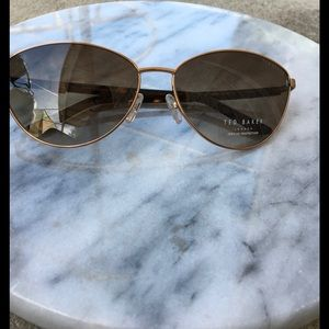 Baker by Ted Baker Accessories - Ted Baker B581 Sun Glasses