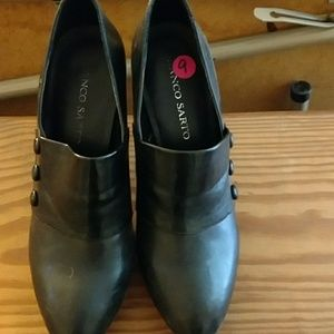 Black Franco Sarto  size 9 boot pumps