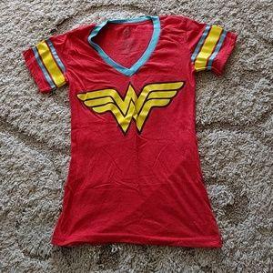 Wonder woman tee shirt small