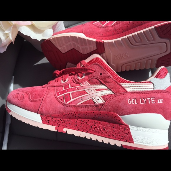95f1916369c9 Asics Gel Lyte III Red Strawberries   Cream Sz 9.5