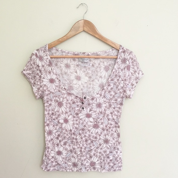 Urban outfitters urban outfitters daisy floral print for Adidas floral shirt urban outfitters