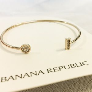 New Banana Republic Geo Cuff in Gold Tone!!
