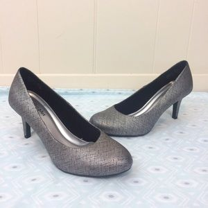 Predictions Shoes - Comfort Plus By Predictions | Metallic Pumps