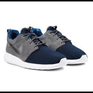 Nike Other - Nike Roshe One Premium