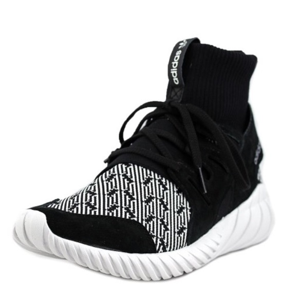 Le adidas tubulare doom uomini neri poshmark scarpe da tennis