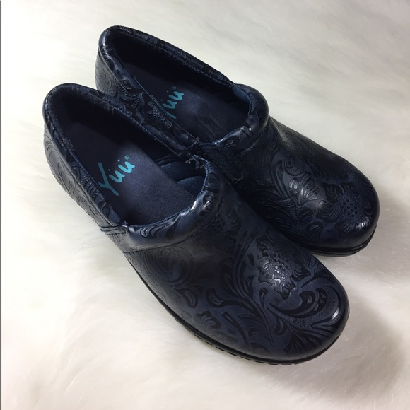 Yuu Bethanee Slip On Shoes
