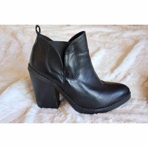 Deena & Ozzy Shoes - Deena & Ozzy (UO) Black Chunky Heeled Booties