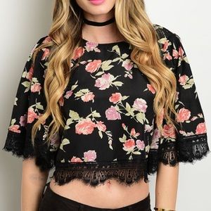 Tops - 🆕Floral print crop top w/ lace trim
