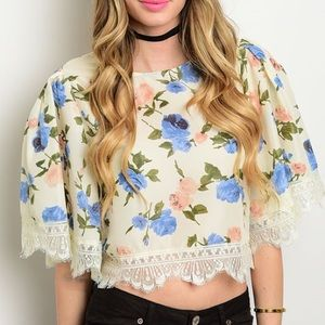 Tops - 🆕Floral print crop top w/lace trim