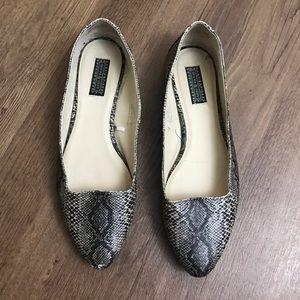 Deena & Ozzy Shoes - DEENA & OZZY Snake Print Pointy Toe Flats Size 7